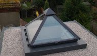 Pyramid roof light